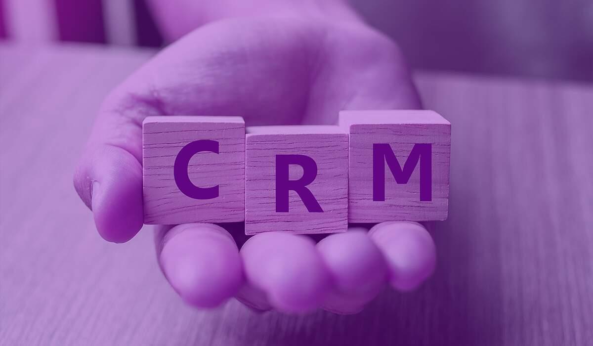 O que é um CRM e como ele pode melhorar a eficiência dos negócios?